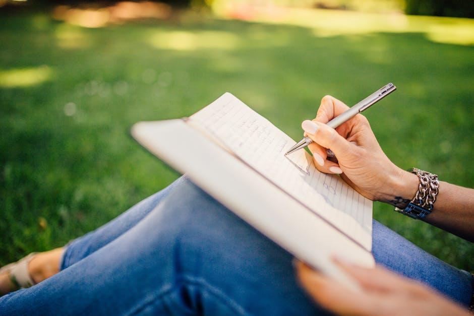 Descriptive writing is an art of understanding things deeply
